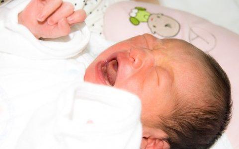 赤ちゃんが泣くのを放置するのは危険?泣かせっぱなしは時間的にはどのくらいが良くない?